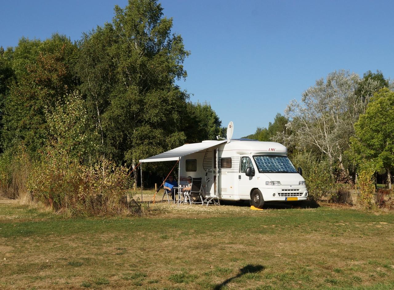 aire de stationnement camping car confort du lac de madine heudicourt. Black Bedroom Furniture Sets. Home Design Ideas